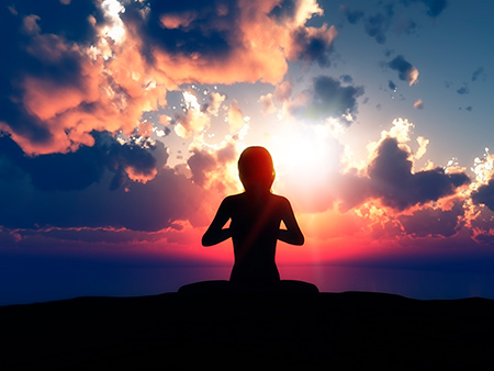 mujer resiliente haciendo mindfulness