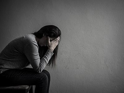 persona con dolor y culpa