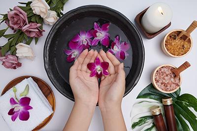 Masaje de manos para combatir el estrés